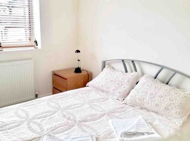West London (Ruislip) Small double bedroom