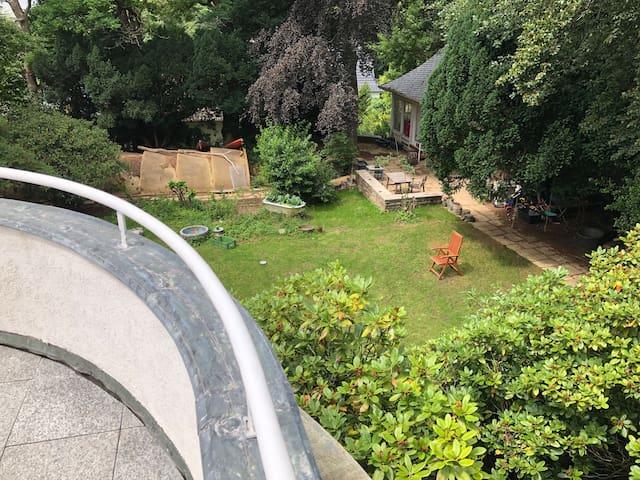 Wuppertal, 30er Jahre Villa mit Garten am Waldrand