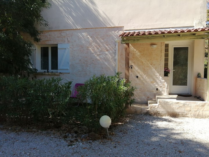 Joli Studio en rdc de Villa