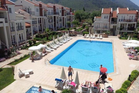 Lovely apartment with two pools in Hisaronu center - Fethiye - Dům
