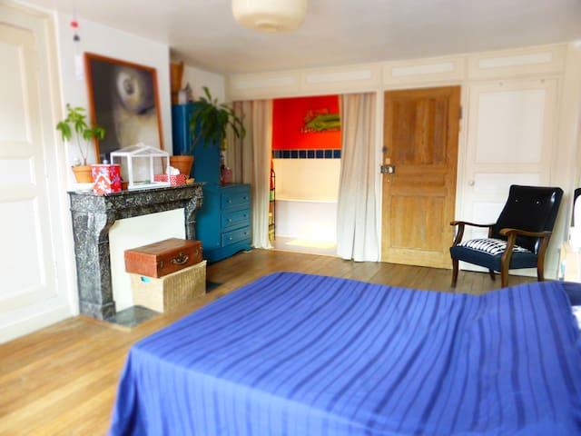 Chambre dans maison de ville typiquement langroise - Langres - Casa adossada