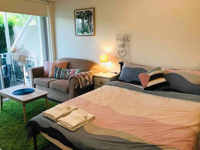 Best Place x Price to stay Kirribilli Studio Apt.