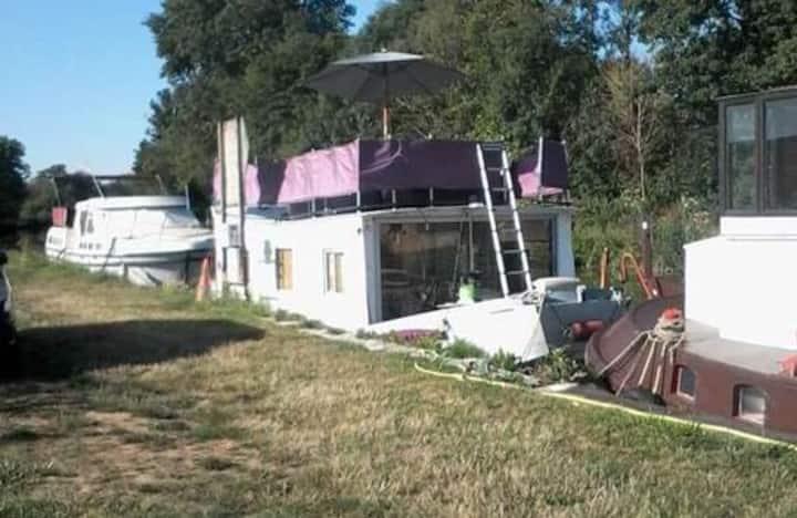 Houseboat EN PLEINE CAMPAGNE  SEDAN CHARLEVILLE