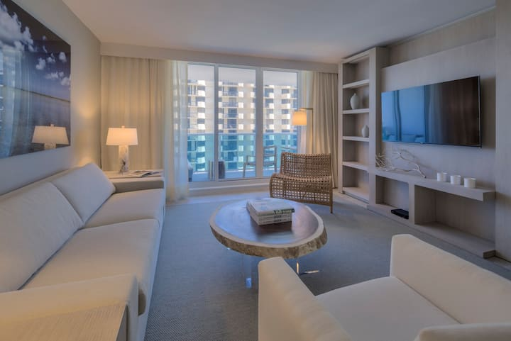 Luxurious 1/1 Ocean View at 1 Hotel & Homes