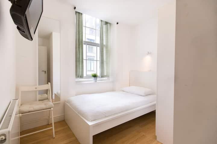 Charming room in Tottenham Street by Allô Housing