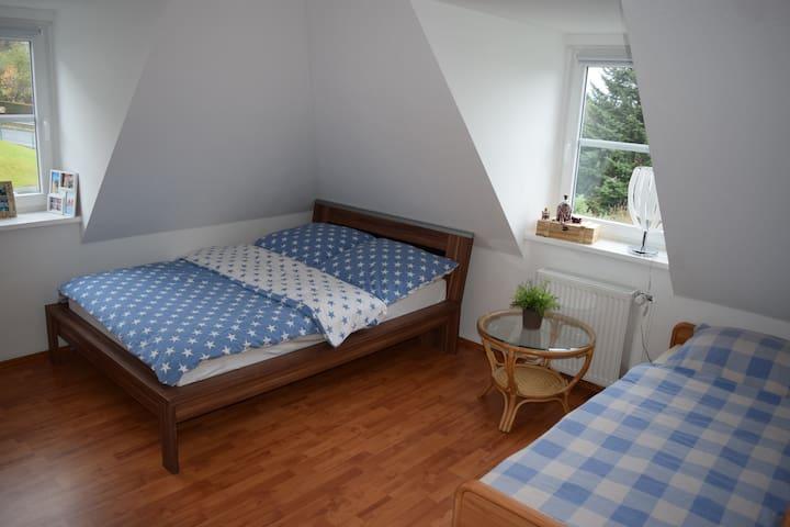 Helles geräumiges Zimmer nahe der Ruhr - Hattingen - Daire