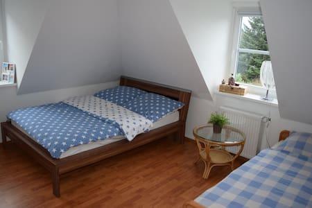Helles geräumiges Zimmer nahe der Ruhr - Hattingen - Apartment