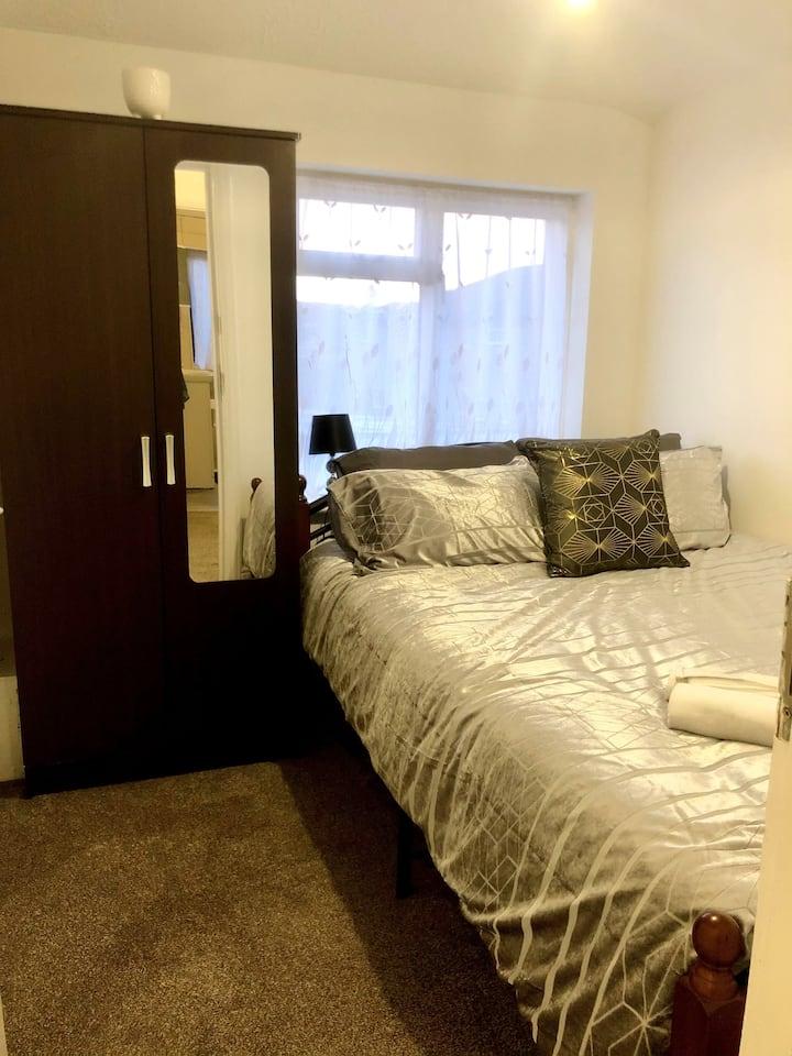 Luxury Double Bedroom, Uxbridge