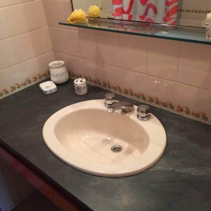 vista parcial baño principal