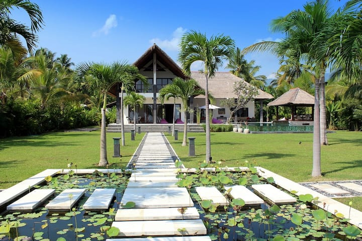 Villa Naora Beachfront 5* Luxury Villa, North Bali