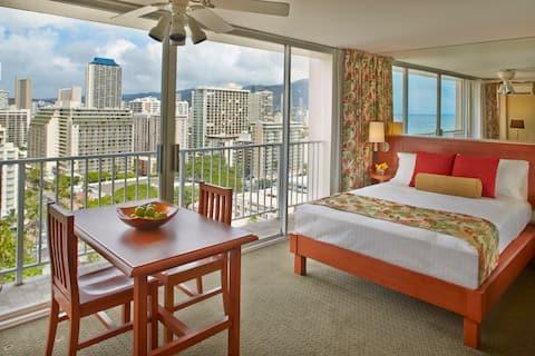 Waikiki Partial Ocean Kitchenette w/ 1 Queen Bed