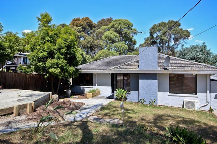 3br home in Leafy Berwick Village - 45 Mins to CBD - Berwick - Huis