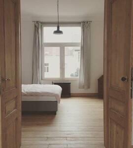 Private room in 'Maison de Maître' - Schaerbeek - Haus