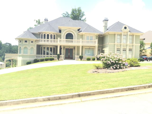 Exclusive estate on a private lake. - Lithonia