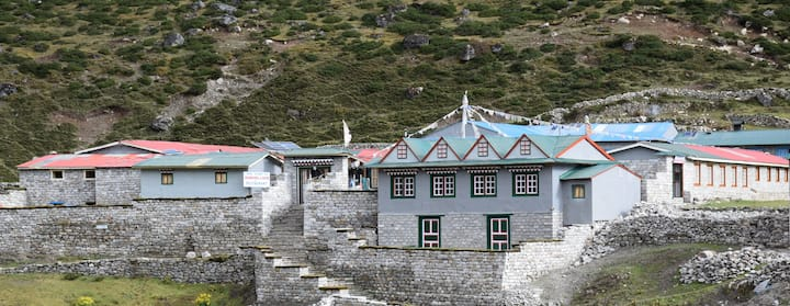 Namgyal Lodge & Bakery, Machermo