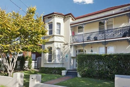 Burwood Guest House short/Long term boarding house - Burwood - Bed & Breakfast