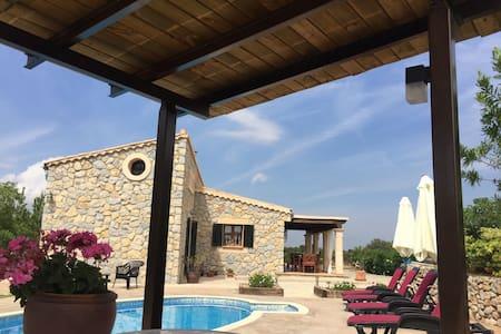 Preciosa Villa. Selva (Mallorca). Licencia ET/2512