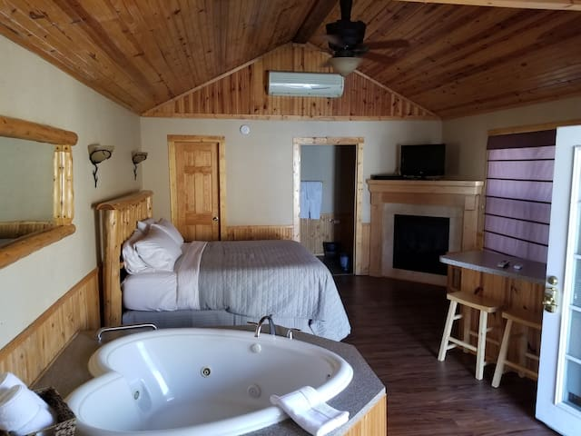 Deluxe Cabin #1 - Hidden Lake Winery