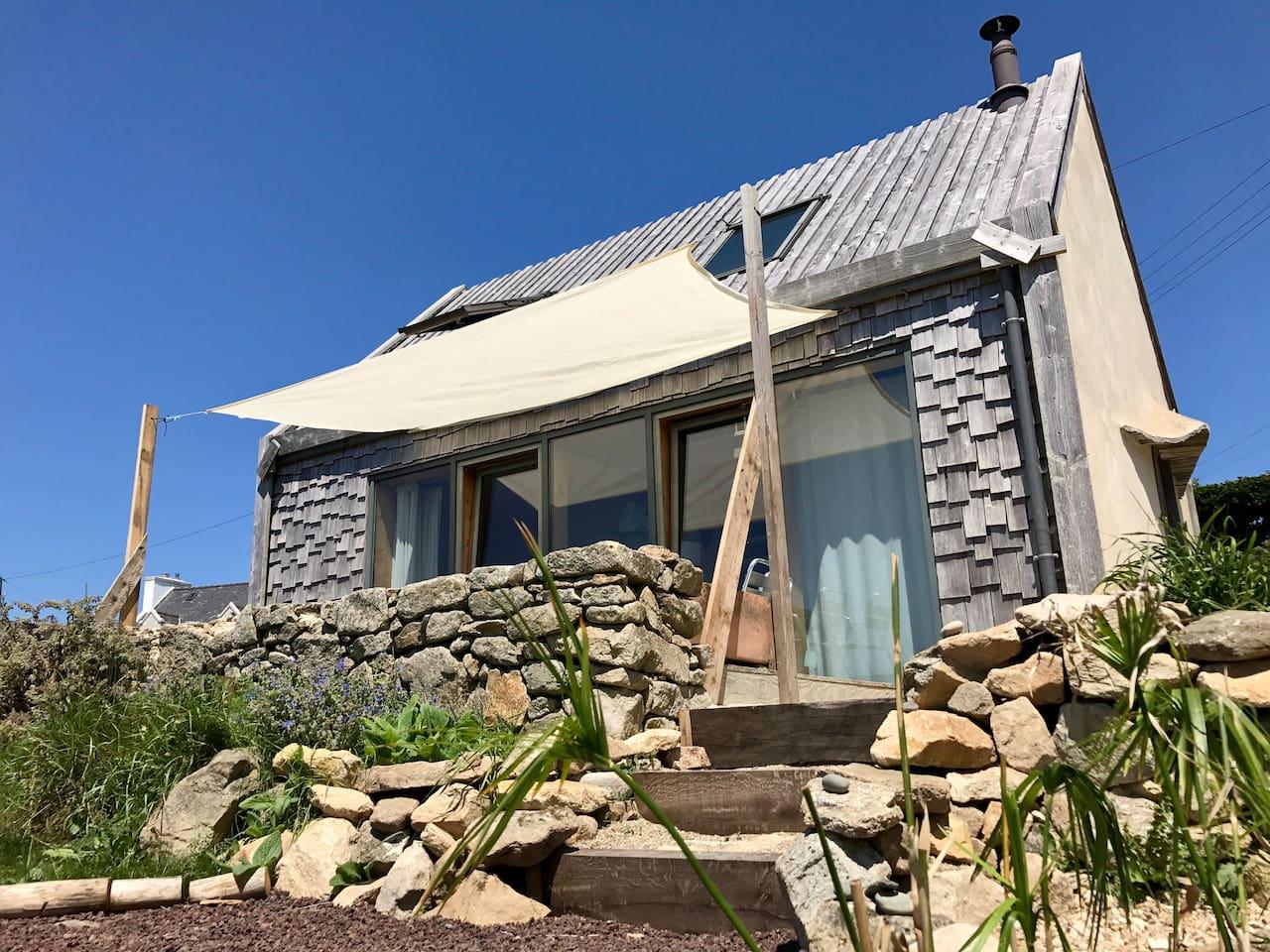 L'été un petit voile protège votre terrasse face à l'océan !