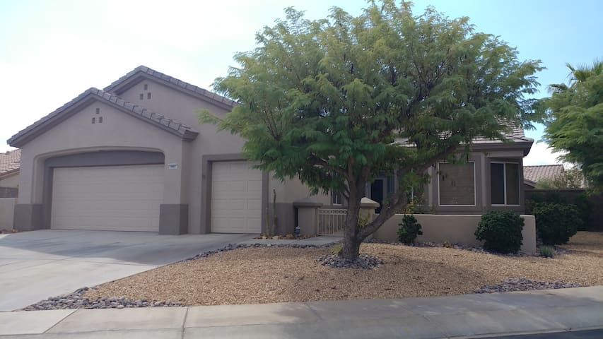 PALM DESERT HOME IN BEAUTIFUL GATED DEL WEB