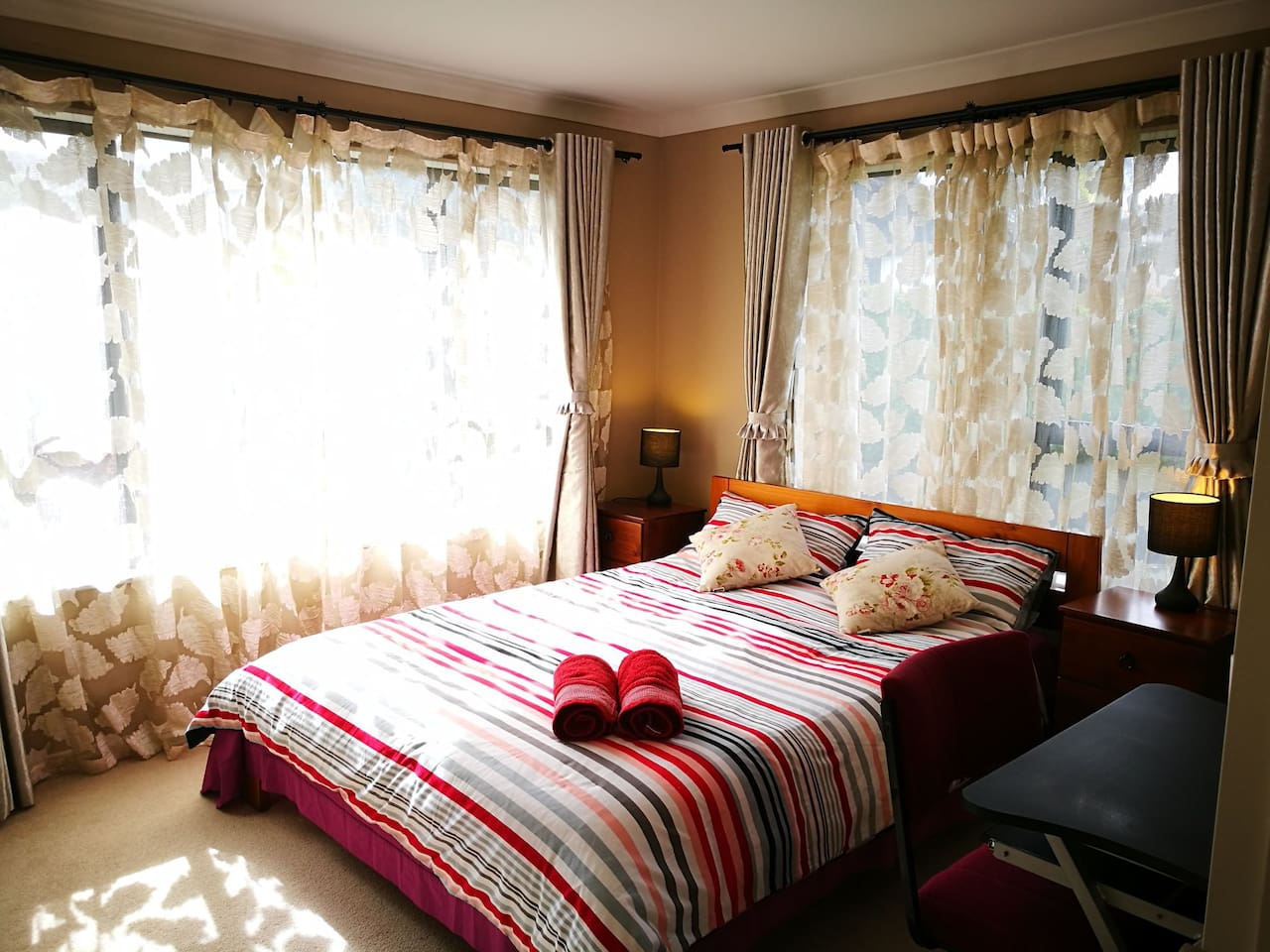Sunny double-glazed Rose Room with air conditioner
