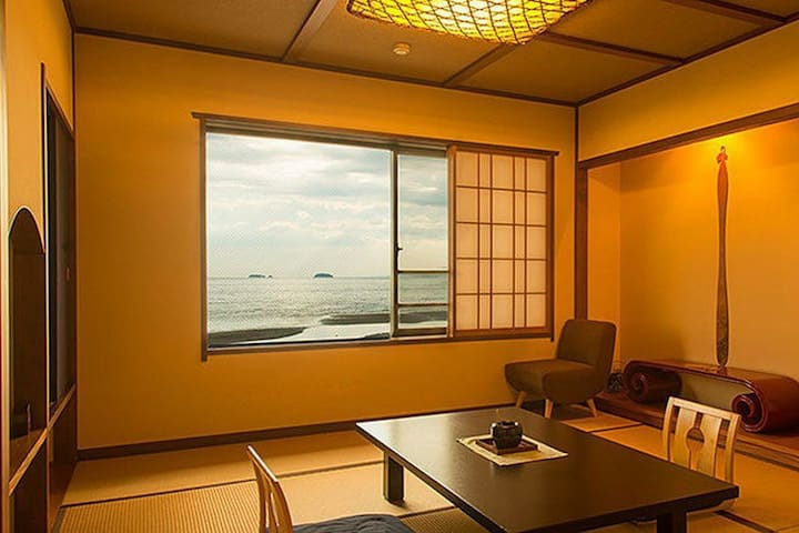 A Relaxing Stay at a Japanese Ryokan facing the Inland Sea, Breakfast and Dinner Included【From 2 pax】(一般客室)
