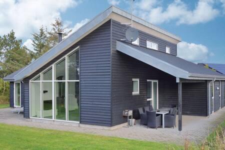 4 Bedrooms Home in Blåvand #10 - Blåvand