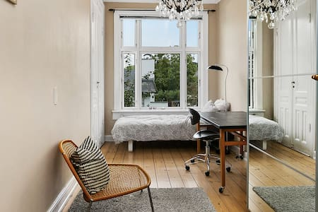 Beautiful room in stylish villa 2 - Charlottenlund - Bed & Breakfast