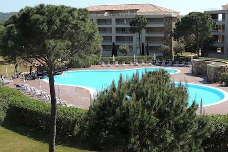 Appartement vue piscine 2/4 personnes