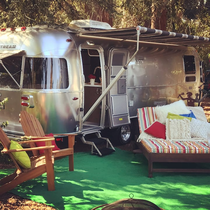 """Airstream Glamping Downtown Napa!""  Min. 31 days"