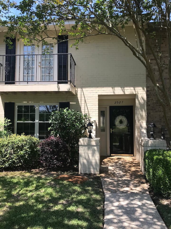 Private one Bed/Bath Full Access Townhome  off I12