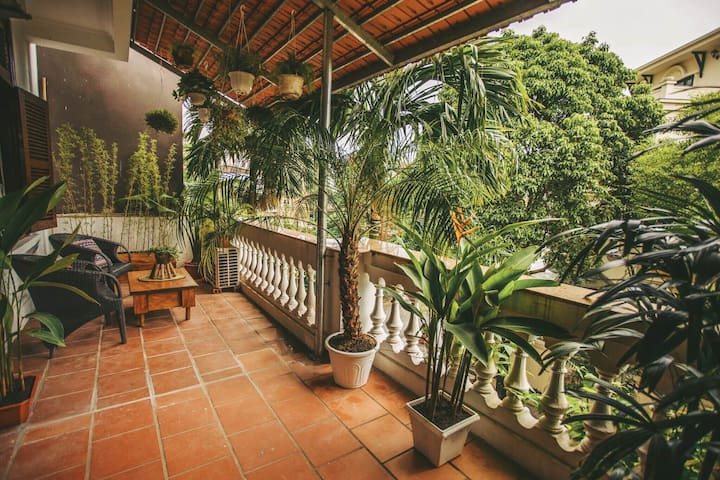Big room with gorgeous garden balcony in West Lake - Quảng An - Hus