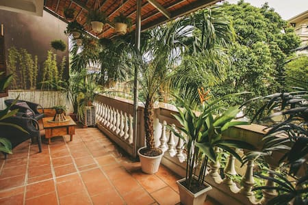 Big room with gorgeous garden balcony in West Lake - Ház