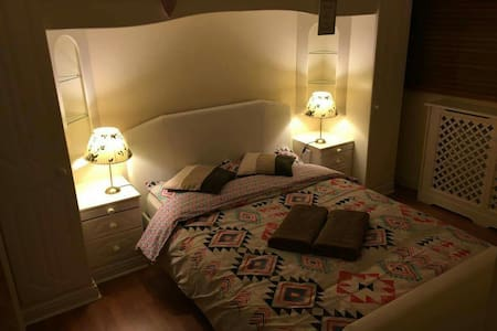 Warm house, friendly welcome!! - Crawley, England, GB - Rumah