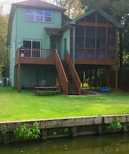 Charming 3 Story Waterfront Home! - Montgomery - Hus