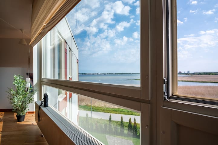 Sea View Apartment near Tallinn Zoo with Parking