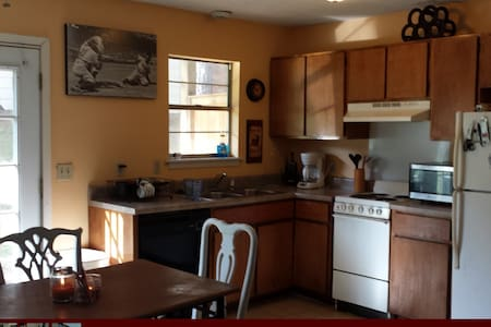 Quiet Room and close to MSU campus - Starkville - Appartement