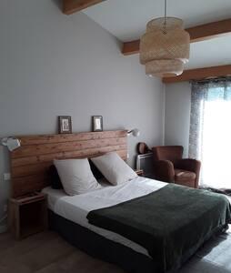 Jolie chambre équipée avec terrasse verdoyante