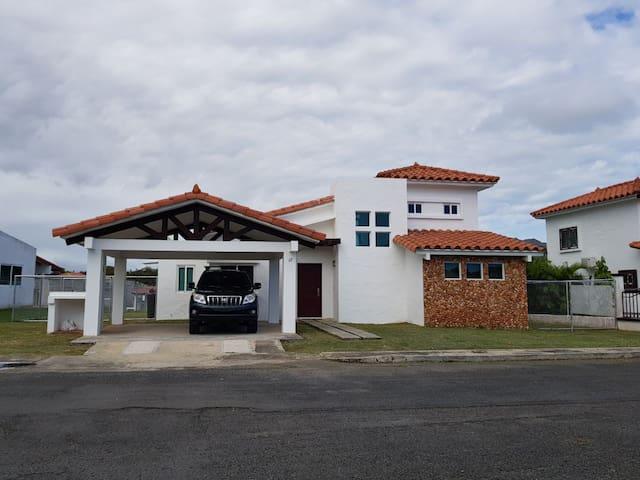 Furnished Beach House in Nueva Gorgona