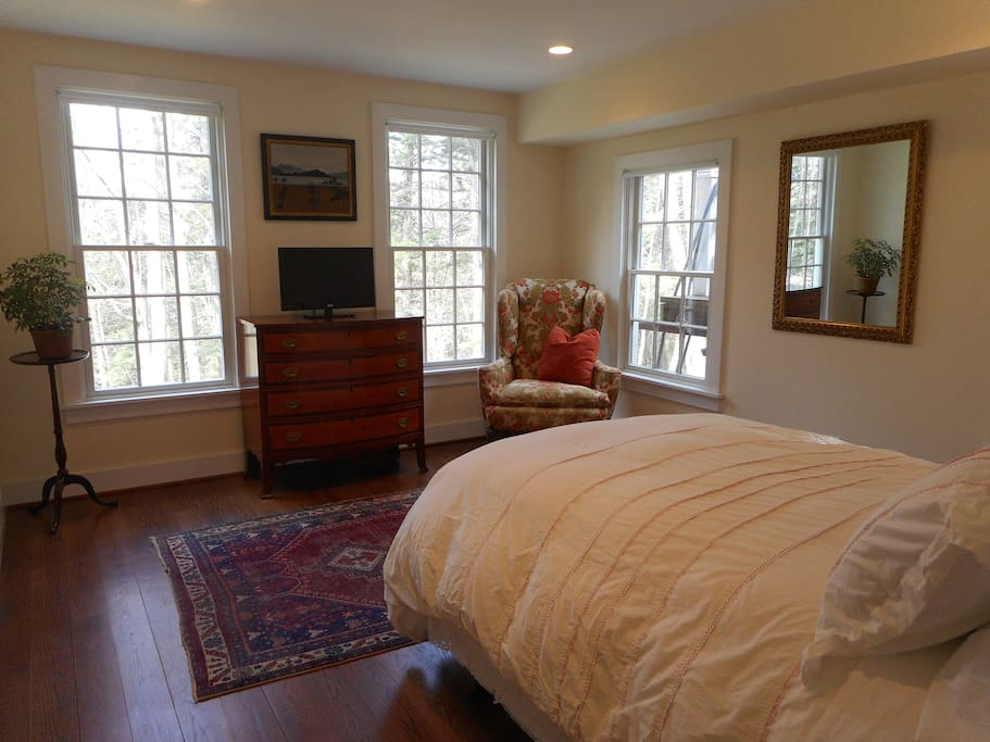 Guest Bedroom/Full Size Bed/Spacious Closet/Dresser Space/Surrounded by 4 Large Windows