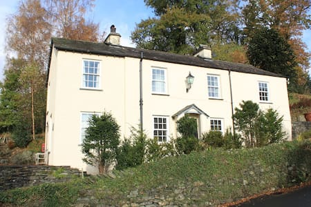 Old Lakeland House, double room with en-suite - Ambleside