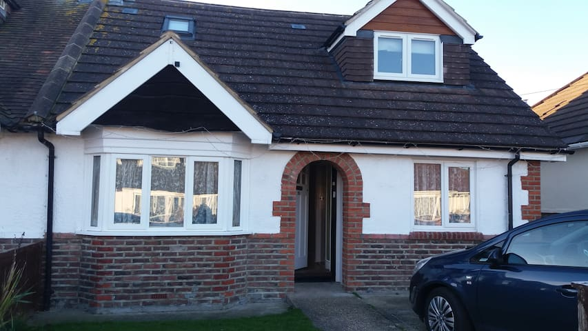 Portchester Castle Whole House Rental - Portchester - Bungalov