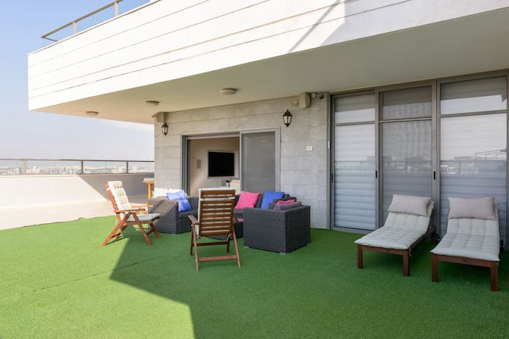 Penthouse, 23rd Floor 300sqm Near TLV