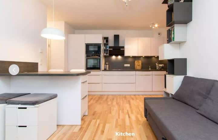 Modern & cosy by the riverside - 15 mins from SXF