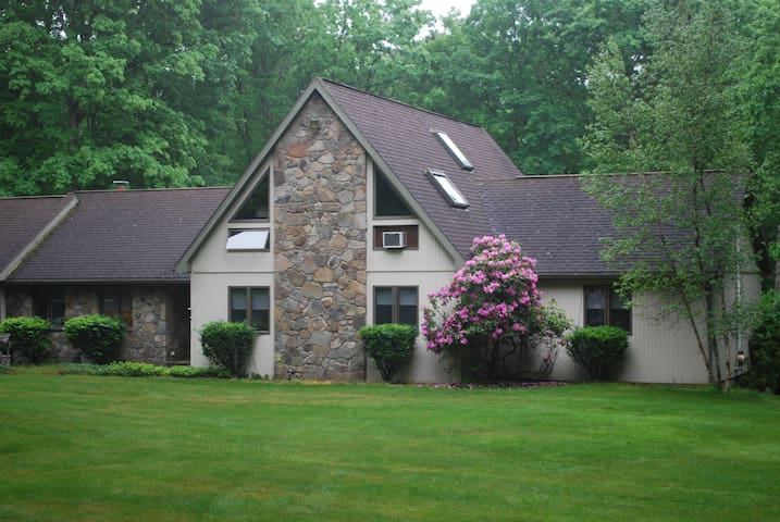 Spacious, secluded and beautiful country home. - Hawley - House