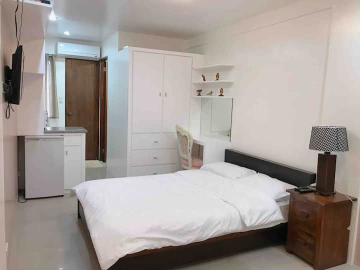 Rm B w/ Aircon,WIFI,TV, Free Parking in Tagaytay