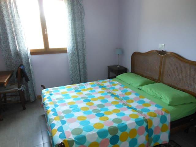 Camera da letto, con letto, armadio...