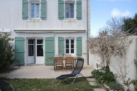 Maison agréable,terrasse plein sud - La Couarde-sur-Mer - Byt se službami (podobně jako v hotelu)