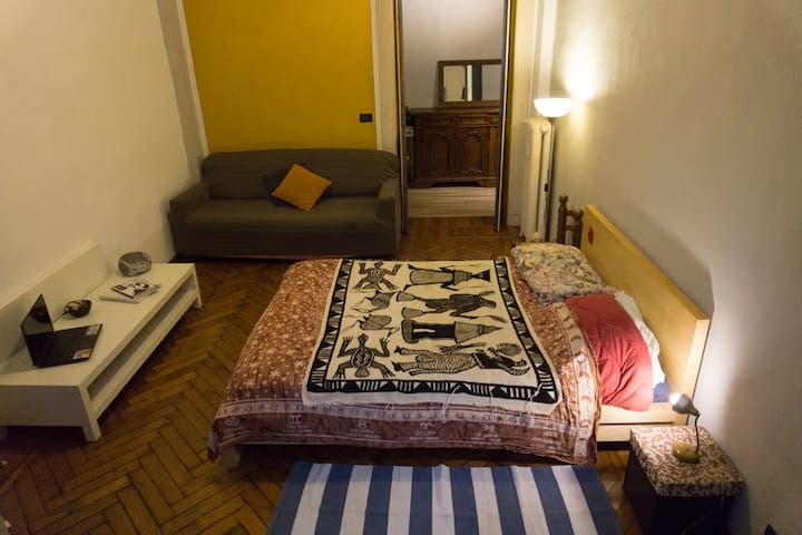Ampia camera nel centro di Torino
