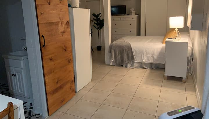 🍁 Villa Studio 🍁 Private entrance and bathroom